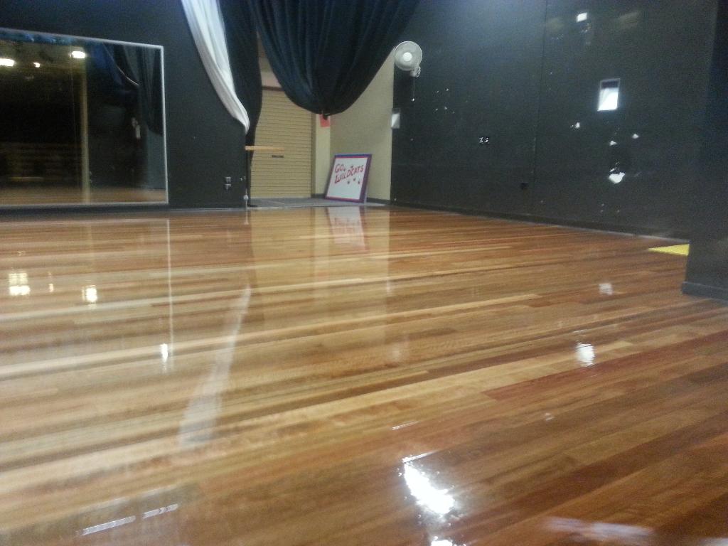 School stage Coating polishing and sanding